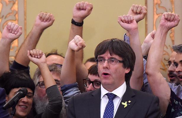 Puigdemont pide formar lista única independentista para elecciones catalanas