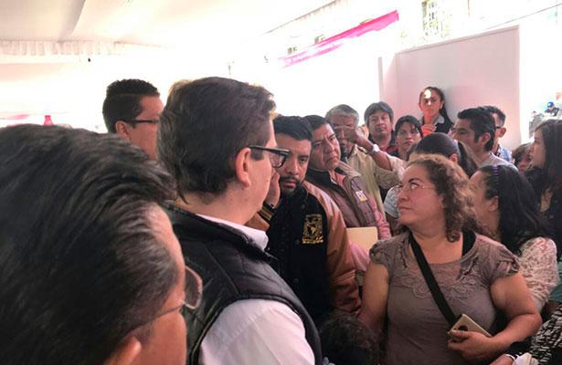 Atiende Salomón Chertorivski a habitantes de San Gregorio Xochimilco