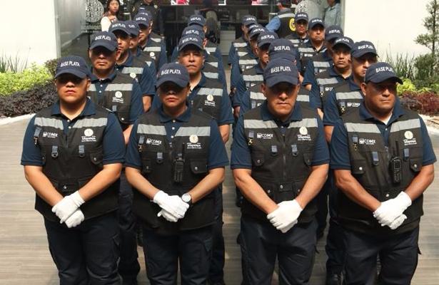 Entregan uniformes nuevos a policías de Iztapalapa