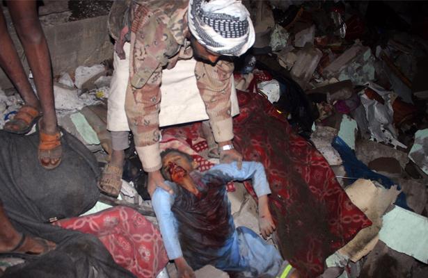 Al menos 21 muertos en un bombardeo contra un hotel en el norte del Yemen
