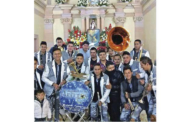 Luto en Arperos; entre clarinetes y trombón velan a Tony, Juan, Cesáreo y José Trinidad