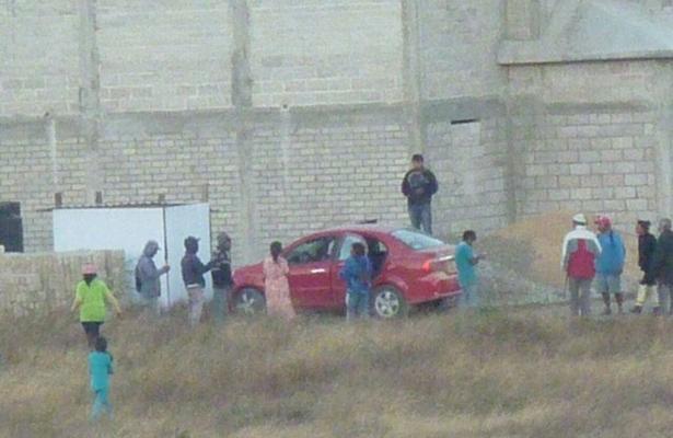 Ejecutan a balazos a una pareja en su auto, en Oaxaca
