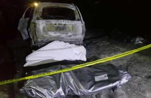 Localizan camioneta con 6 cuerpos calcinados en Uruapan