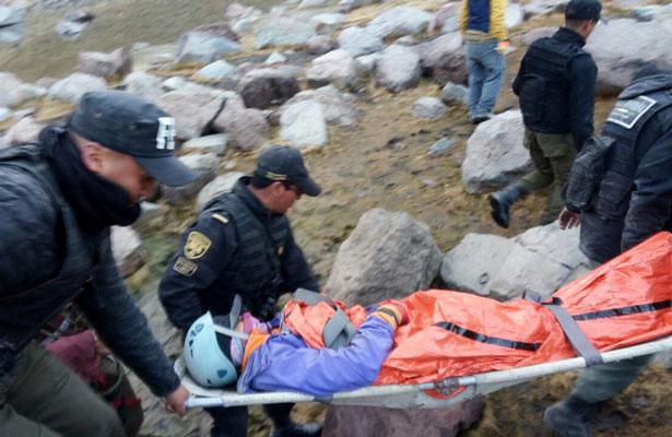 Rescatan a mujer lesionada en el Nevado de Toluca