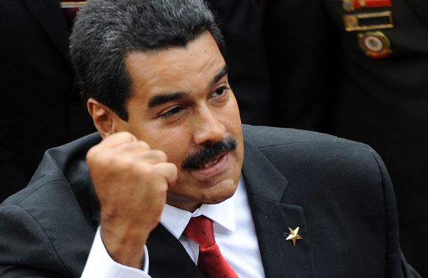 Maduro sube el salario mínimo un 40%