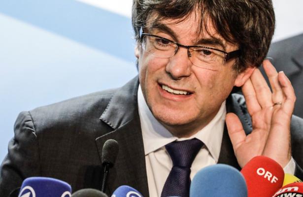 Puigdemont analiza si regresa a Barcelona para reasumir gobierno