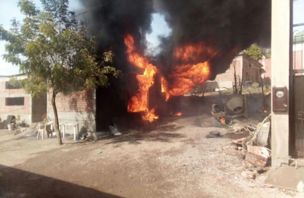 Arde vivienda en Sinaloa