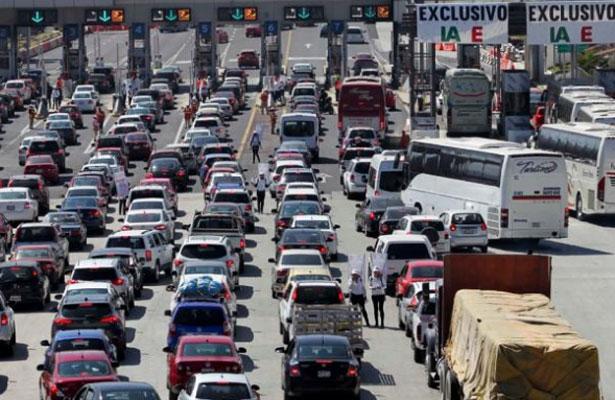 La autopista México-Toluca registra gran aforo vehicular este Fin de Año