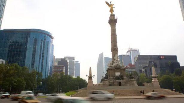 Caos vial en Reforma por festejos de Fin de Año