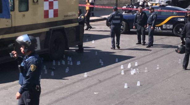 Acribillan a 3 custodios en intento de asalto a camioneta de valores