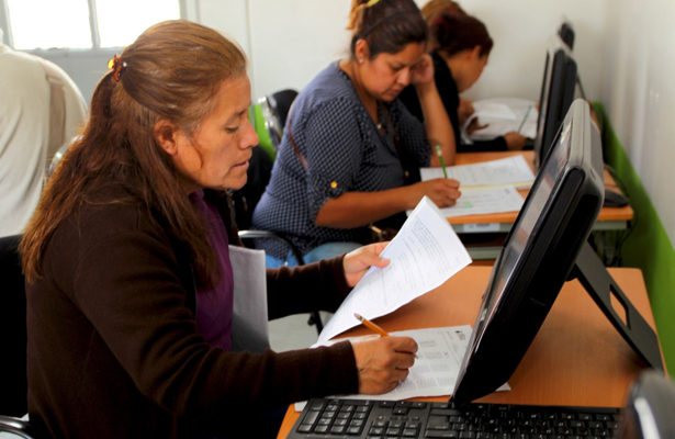 Concluyen bachillerato jóvenes y adultos en Ecatepec