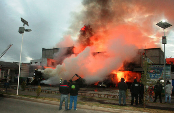 Se incendia bodega en central de Tulancingo