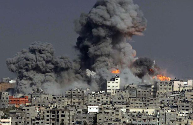Israel bombardea Gaza y detiene a 16 palestinos en Cisjordania