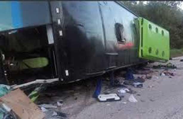 Mueren 11 turistas en accidente en Caribe mexicano