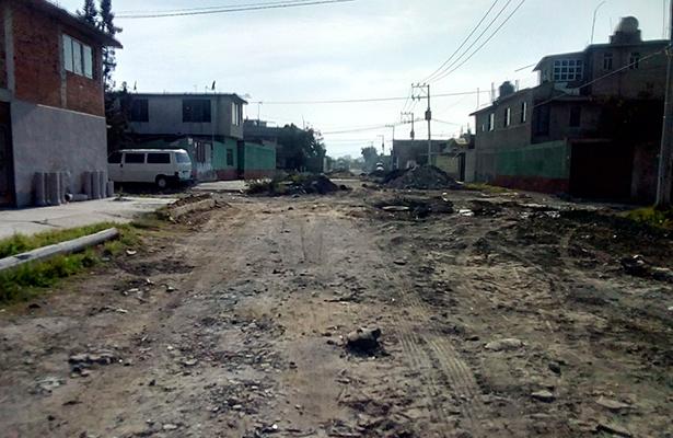 Los habitantes de la colonia Jardines de Chalco dicen estar abandonados por su alcalde