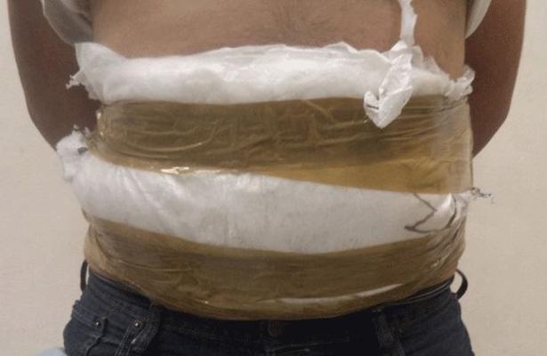 Viajó con cocaína pegada al cuerpo; ahora es vinculado a proceso