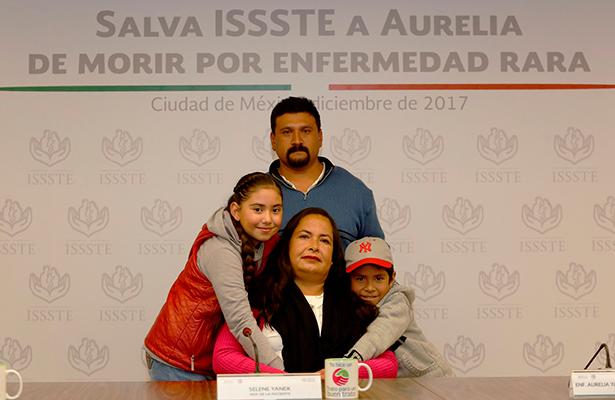 Salva ISSSTE a enfermera Aurelia de morir por enfermedad rara