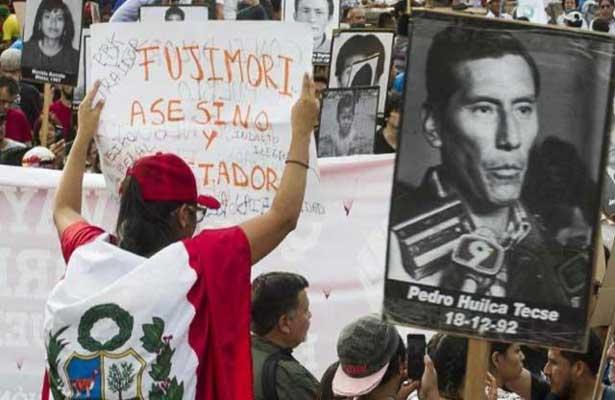 Miles de peruanos repudian indulto a Fujimori