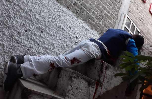 Delincuente mata y muere en Azcapo
