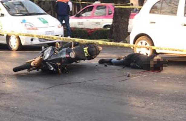 Mujer motociclista fallece tras fuerte choque