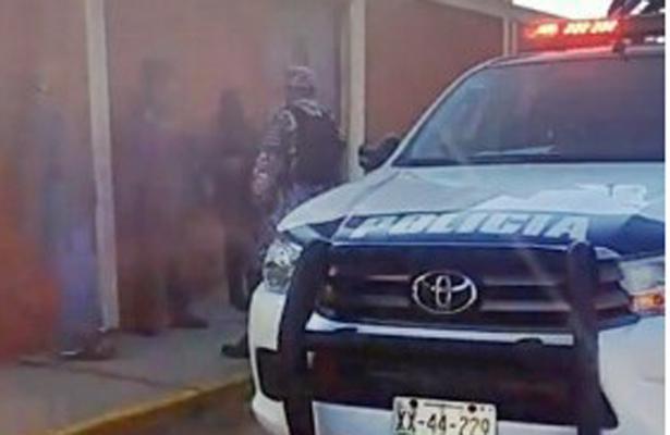 Sujetos armados irrumpen en escuela y levanta a maestra, en Coatzacoalcos