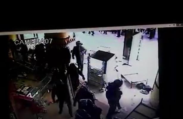 Dan a conocer más videos de la prepotencia y robo de policías de la CDMX