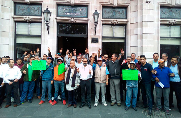 Exigen taxistas meter en cintura a Uber en Aguascalientes