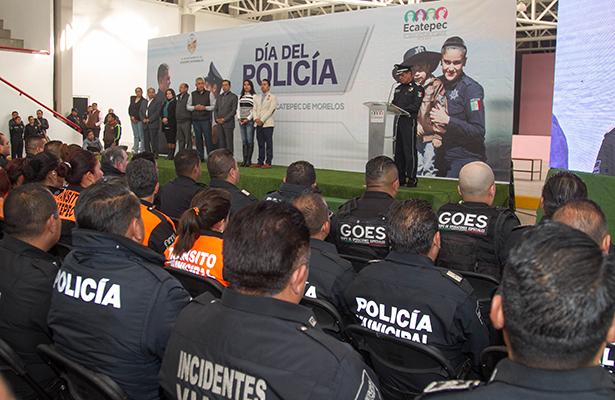 Reconoce gobierno de Ecatepec a 42 policías por su desempeño
