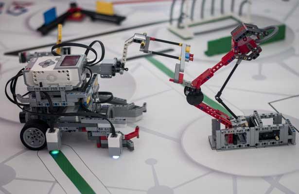 Desarrollan universitarios Robots Pedagógicos