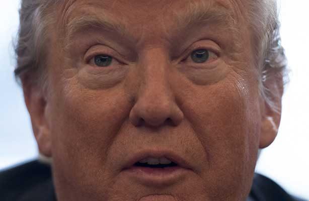 Trump presiona por acuerdo migratorio bipartidista, renueva exigencia de muro fronterizo