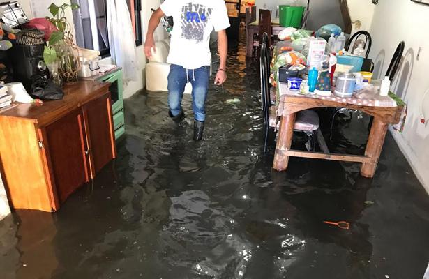 Se inunda asilo de ancianos con aguas negras, en Toluca