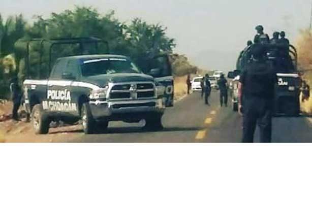 Hallan decapitado en carretera de Michoacán