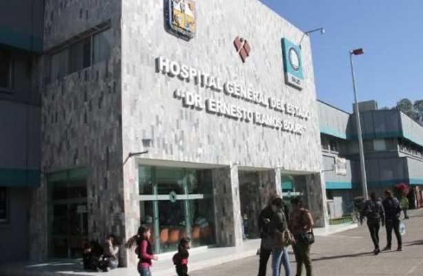 Dejan a dos hombres por fuera del Hospital General en Hermosillo