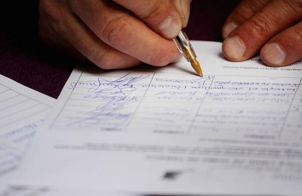 Precandidatos independientes se deslindan de práctica ilegal de firmas