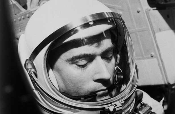 Fallece el astronauta John Young
