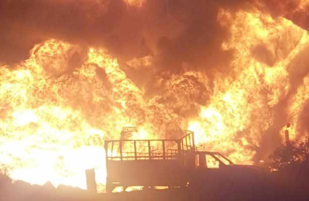 Incendio en ducto de Pemex por toma clandestina