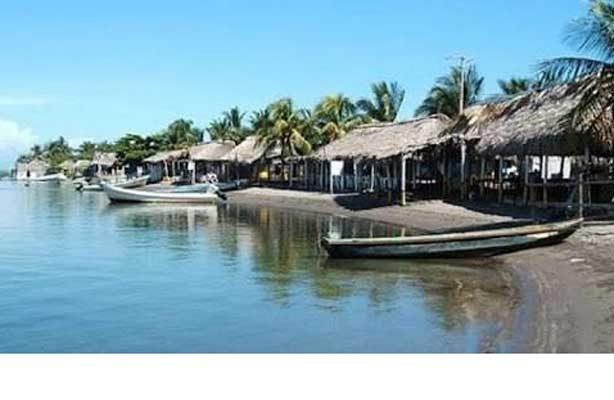 Buscan a ocho pescadores náufragos en Chiapas