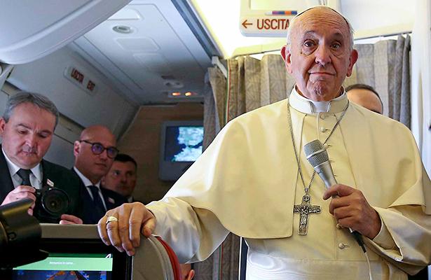 Papa pide examinar complicidad con la trata de personas