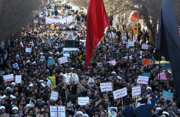 Miles de iraníes expresan su apoyo a la República Islámica