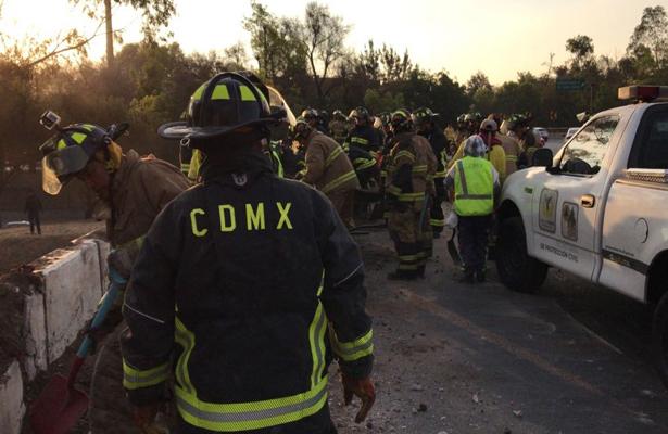 Volcadura de camión provoca caos en la Glorieta de la Raza