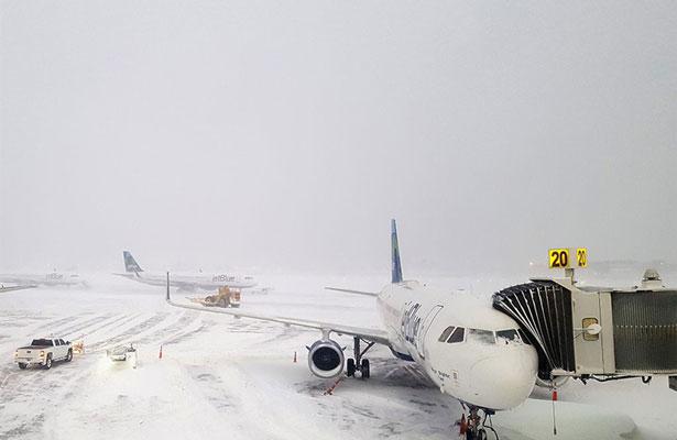 Cancelan vuelos a Nueva York por tormenta invernal
