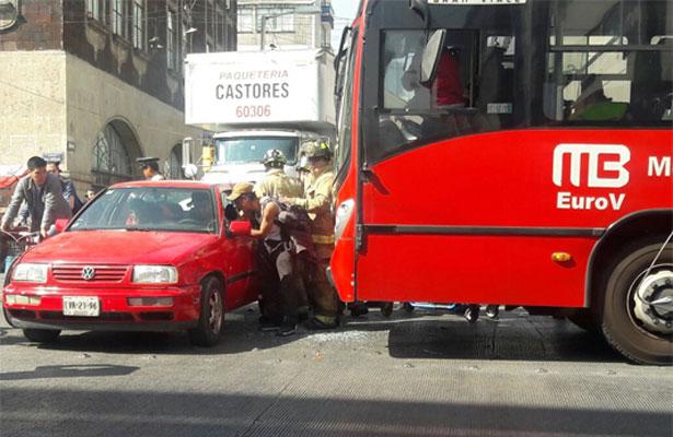Choca Metrobús en Balderas