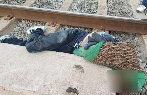 Fallece al caer del tren