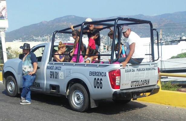 Turistas detenidos por circulan en vehículo oficial de la SSP del Edomex