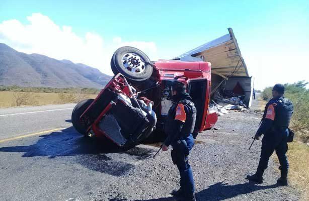Hasta el momento van 4 trailers volcados por los cientos en la región del Istmo.