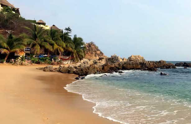 Buscan embarcación perdida en las playas de Puerto Escondido