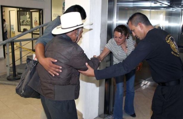 Localiza policía de Ecatepec a abuelitos extraviados