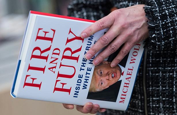 Bannon pide disculpas por declaraciones sobre Trump Jr en polémico libro
