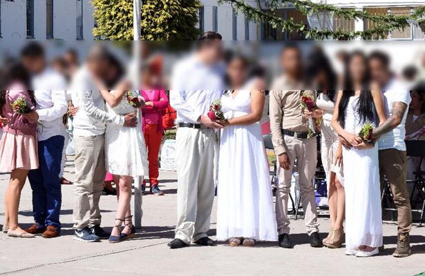 Celebran 25 bodas en penal de Santiaguito, en Almoloya de Juárez