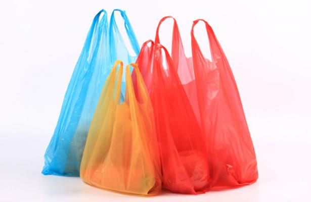 ¿Con que son elaboradas las bolsas de plástico?